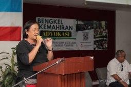 Pn. Anne Lasimbang berkongsi mengenai proses membangun masyarakat dan pertubuhan rakyat